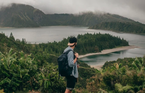 STYLE TIPS FOR A BACKPACKING HOLIDAY!